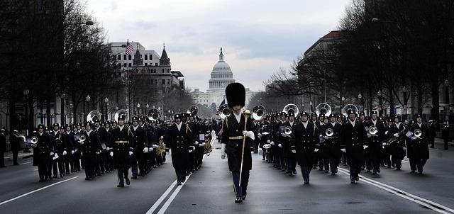 Parade auf einer Straße